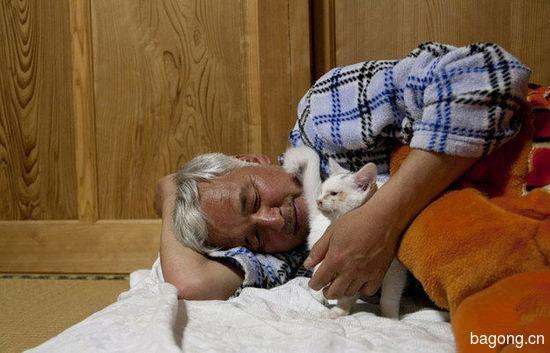 男子为照顾动物留守核辐射区,超有爱!2